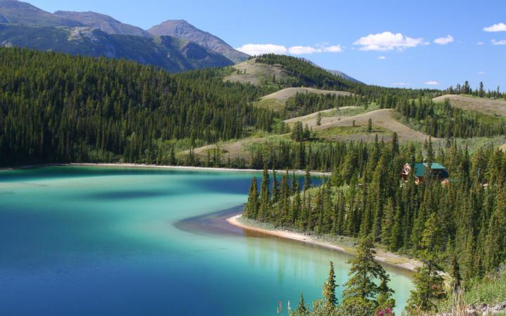 Der idyllische Emerald See, Yukon, Kanada © Steve Bower / Shutterstock.com