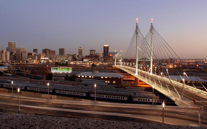 Nelson Mandela Brücke in Johannesburg © Ehrman Photographic / Shutterstock.com