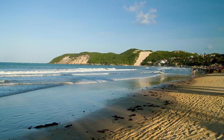 Der Ponta Negra Beach zählt zu einem der schönsten und beliebtesten Strände in Süd-Brasilien © jbor / shutterstock.com
