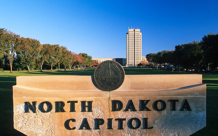 Das Kapitol des Bundesstaates in Bismarck, North Dakota, USA © spirit of america / Shutterstock.com