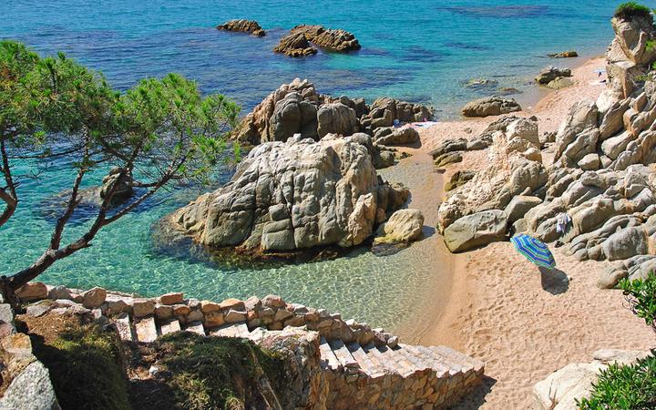 Kleine Bucht bei Lloret de Mar © travelpeter / shutterstock.com