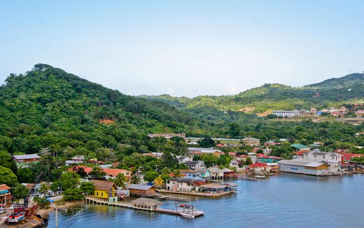 Kleiner Hafen in Honduras © Robert English / shutterstock.com
