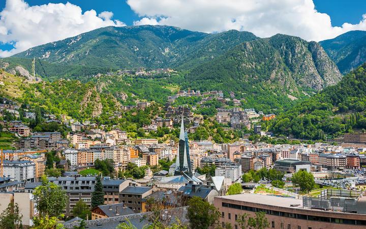 Blick über die Hauptstadt Andorra la Vella © Gurgen Bakhshetsyan / Shutterstock.com