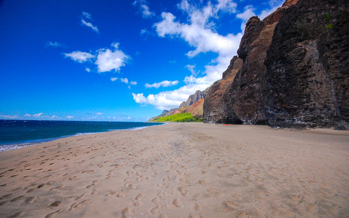Der Kalalau Strand auf der Insel Lanai, Hawaii, USA © lauraslens / Shutterstock.com
