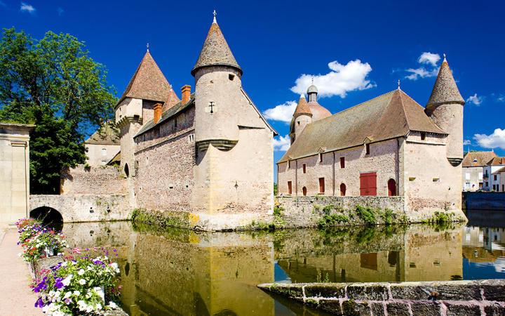 Chateau de la Clayette © PHB.cz (Richard Semik) / Shutterstock.com