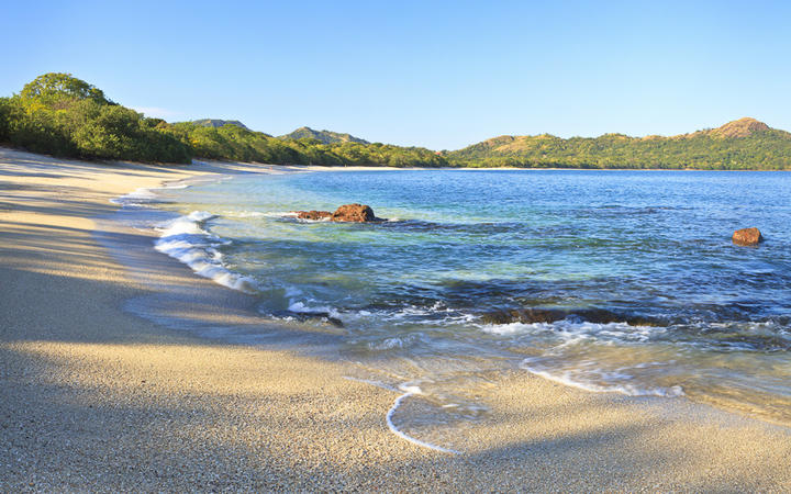 Sand and shells on Playa Conchal and the azure waters of the Pacific Ocean in Guanacaste, Costa RIca © Colin D. Young / Shutterstock.com