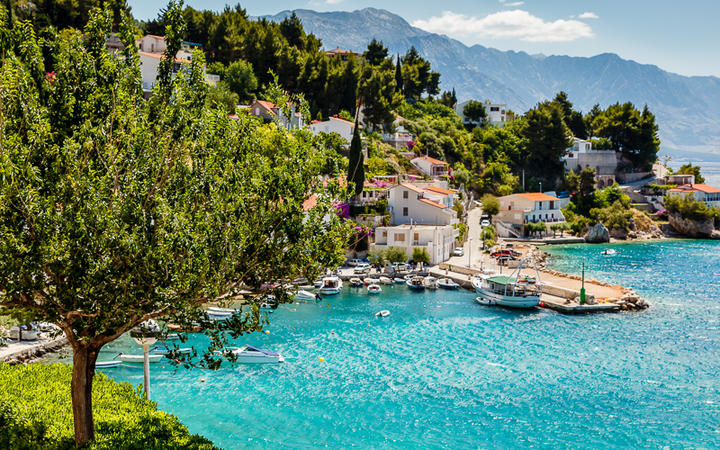 Wunderschöne adriatische Bucht bei Split © anshar / shutterstock.com