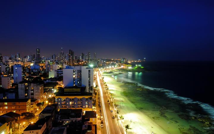 Salvador da Bahia bei Nacht, Bahia, Brasilien © Vinicius Tupinamba / Shutterstock.com