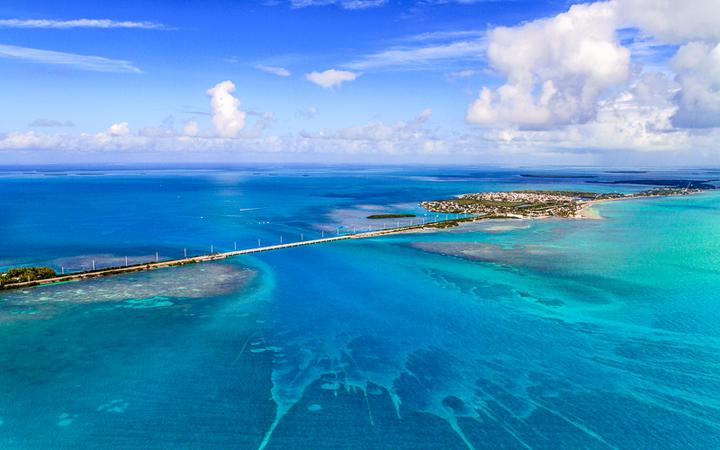 Luftaufnahme der beliebten Florida Keys, Florida Südspitze © Bertl123 / Shutterstock.com