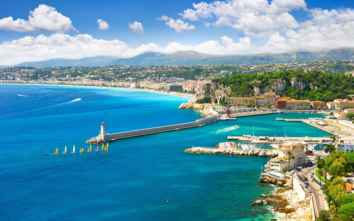 Küste von Nizza © LiliGraphie / Shutterstock.com