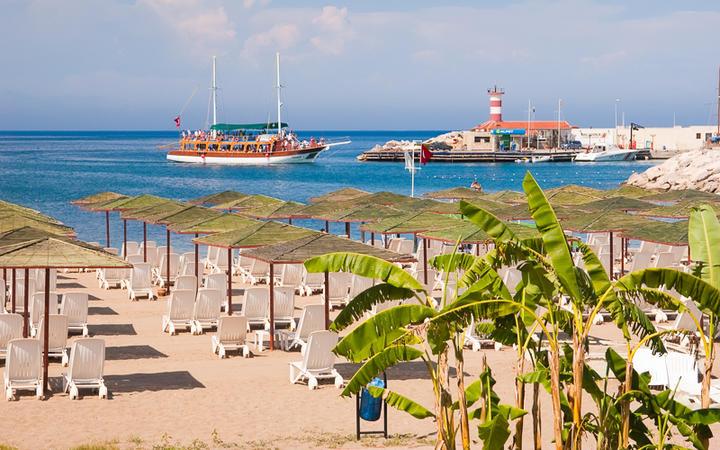 Der Strand nördlich der Marina von Kemer © Kotomiti Okuma / Shutterstock.com