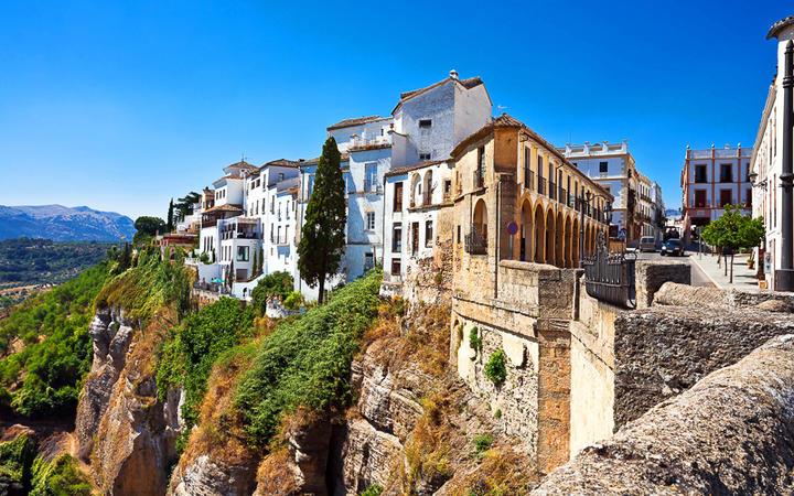 Die Stadt Ronda auf den Klippen von Andalusien © Kushch Dmitry / Shutterstock.com