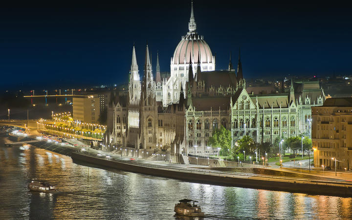 Parlament in Budapest © maryo / Shutterstock.com