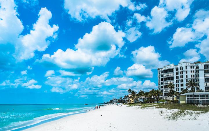Beliebter Urlauberstrand in Naples, Florida Westküste, USA © Dancestrokes / Shutterstock.com