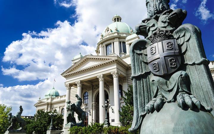 Gebäude der Nationalversammlung der Republik Serbien in Belgrad, Serbien © milosljubicic / Shutterstock.com