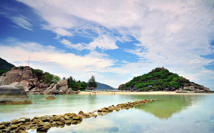 Idyllischer Strand auf der Insel Nang Yuan in Südthailand © Prasong Putichanchai / shutterstock.com
