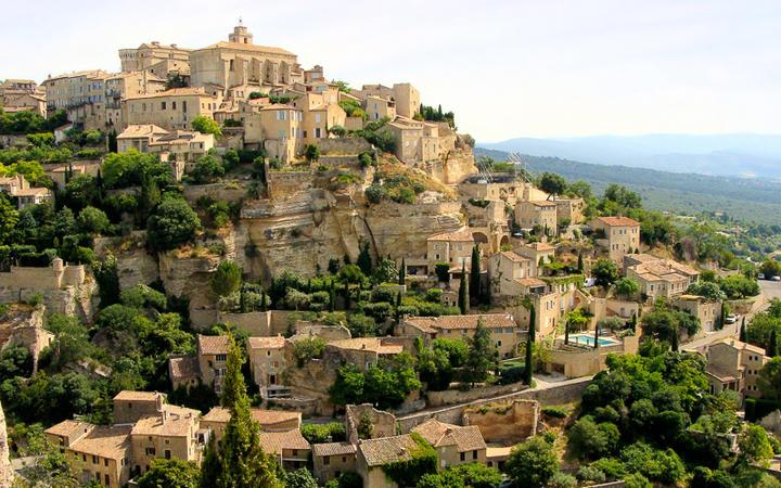 Blick über das Bergdorf Gordes in der Provence © JeniFoto / Shutterstock.com