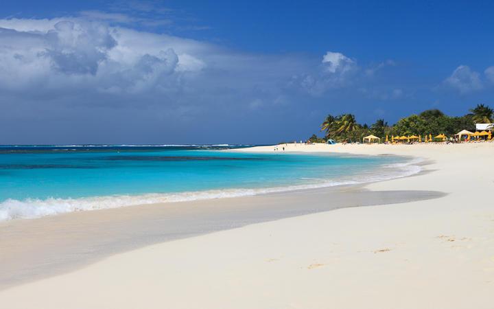 Der karibische Strand Sandy Beach auf Anguilla © Achim Baque / shutterstock.com