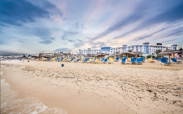 Strand bei Abenddämmerung in Hammamet, Tunesien © Dereje / Shutterstock.com