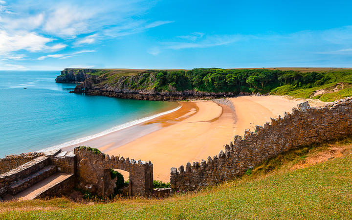Barafundle Bay in Wales, einer der schönsten Strände Englands © Spumador / Shutterstock.com