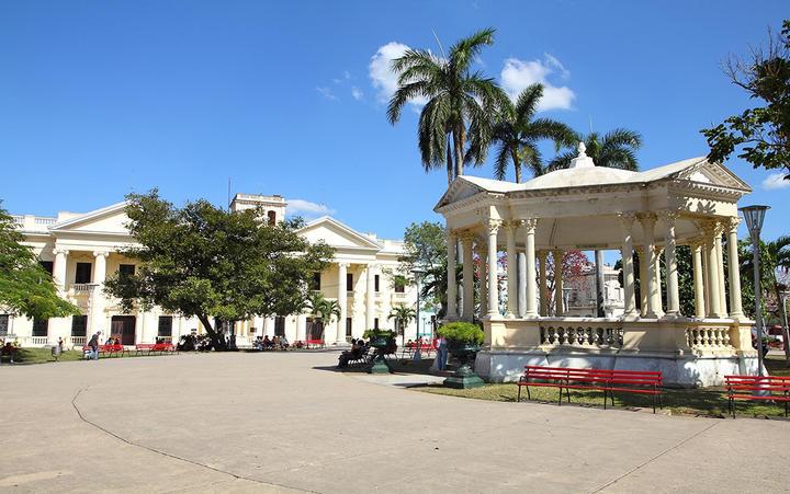 Hauptplatz in Santa Clara auf Kuba © Tupungato / Shuttertock.com