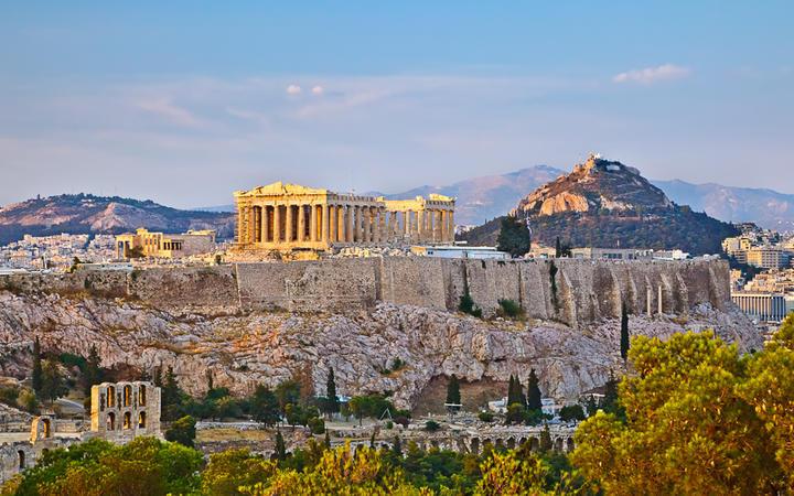 Blick auf die Akropolis bei Sonnenuntergang © S.Borisov / Shutterstock.com