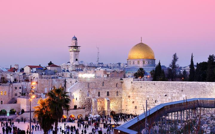 Felsendom und Klagemauer in Jerusalem © SeanPavonePhoto / Shutterstock.com