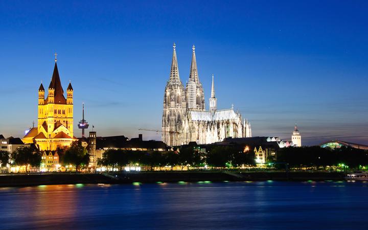 Blick auf die St. Martin Kirche und den Kölner Dom © Scirocco340 / Shutterstock.com
