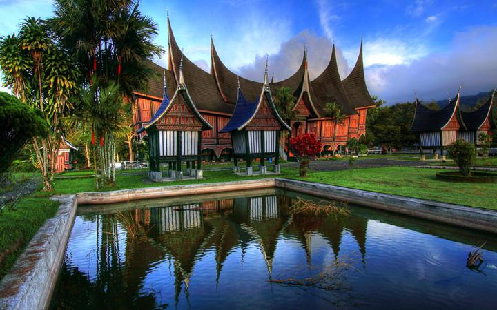 Traditionelles Haus im Westen von Sumatra © Fakhri Hilmi / shutterstock.com