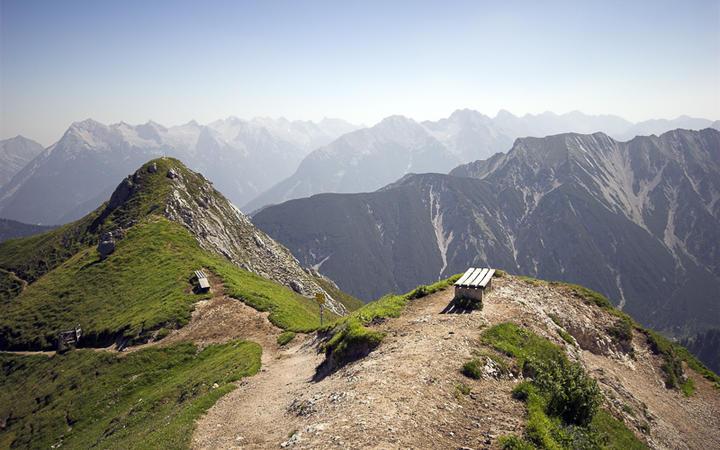 Weiter Blick über die Alpen © Carsten Medom Madsen / shutterstock.com