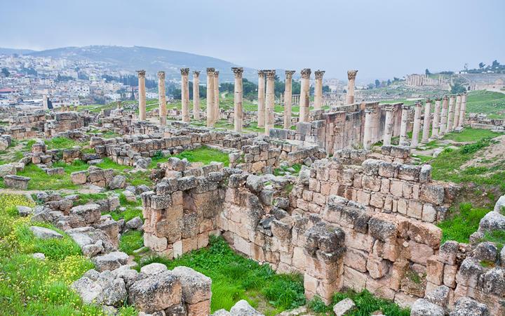 Blick auf die antike Stadt Gersas, Jordanien © vvoe / Shutterstock.com