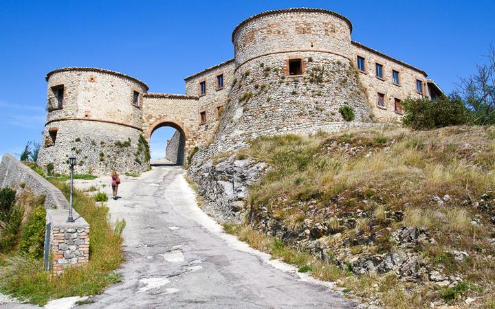 Burg von Torriana in der Nähe von Montebello © haraldmuc / Shutterstock.com