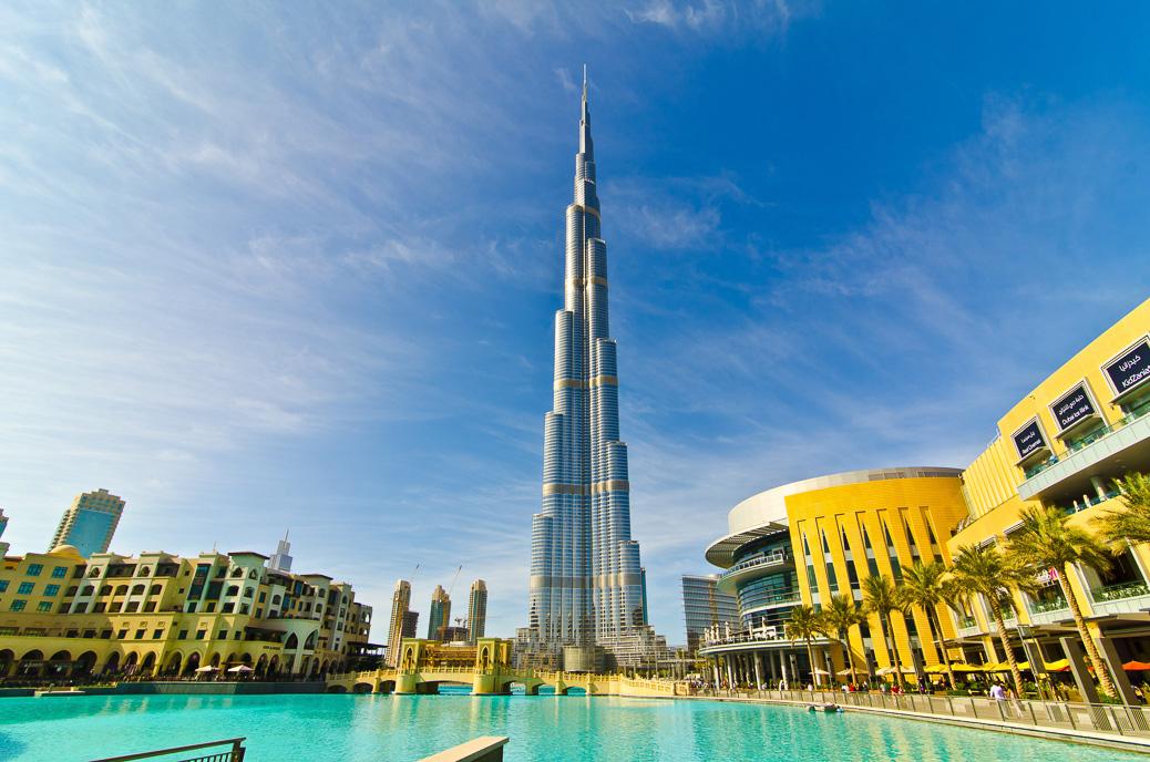 DUBAI, UAE - JANUARY 4: Burj Khalifa, world's tallest tower, Downtown Burj Dubai January 4, 2012 in Dubai, United Arab Emirates. © Rahhal / Shutterstock.com
