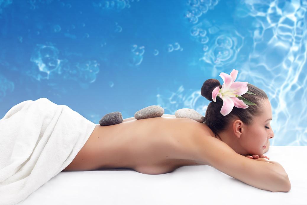 Pure Entspannung bei der Spa Behandlung am Meer © Ivory27 / Shutterstock.com