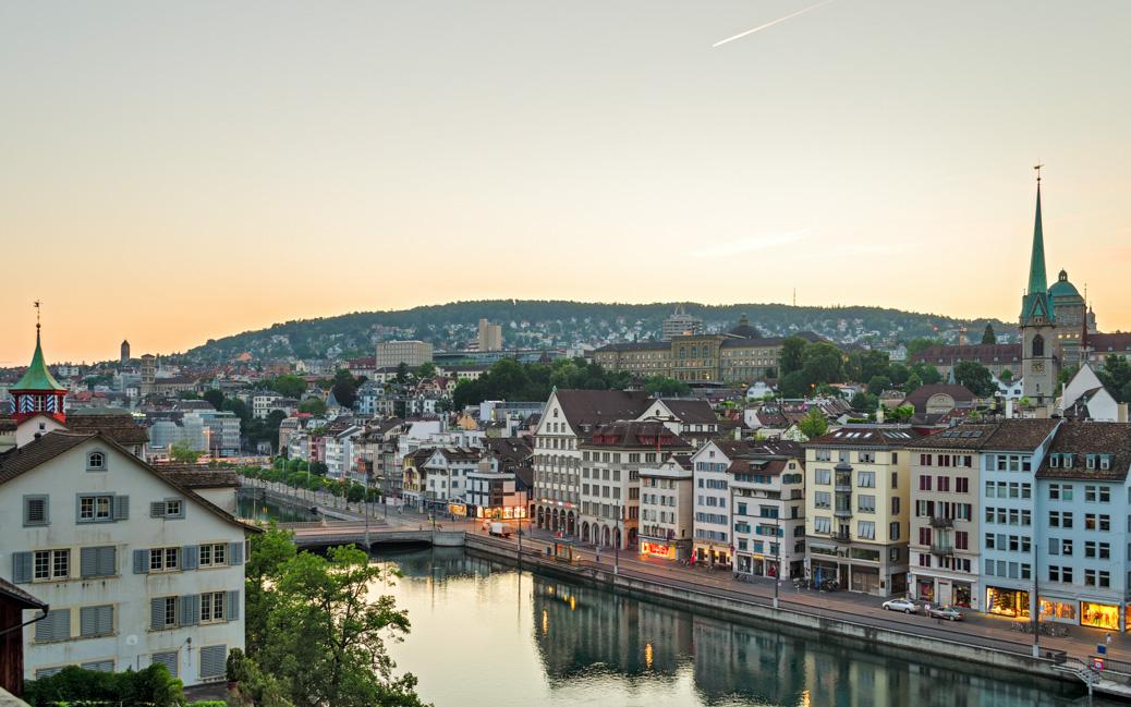 Sonnenaufgang über Zürich © Marco Saracco / Shutterstock.com
