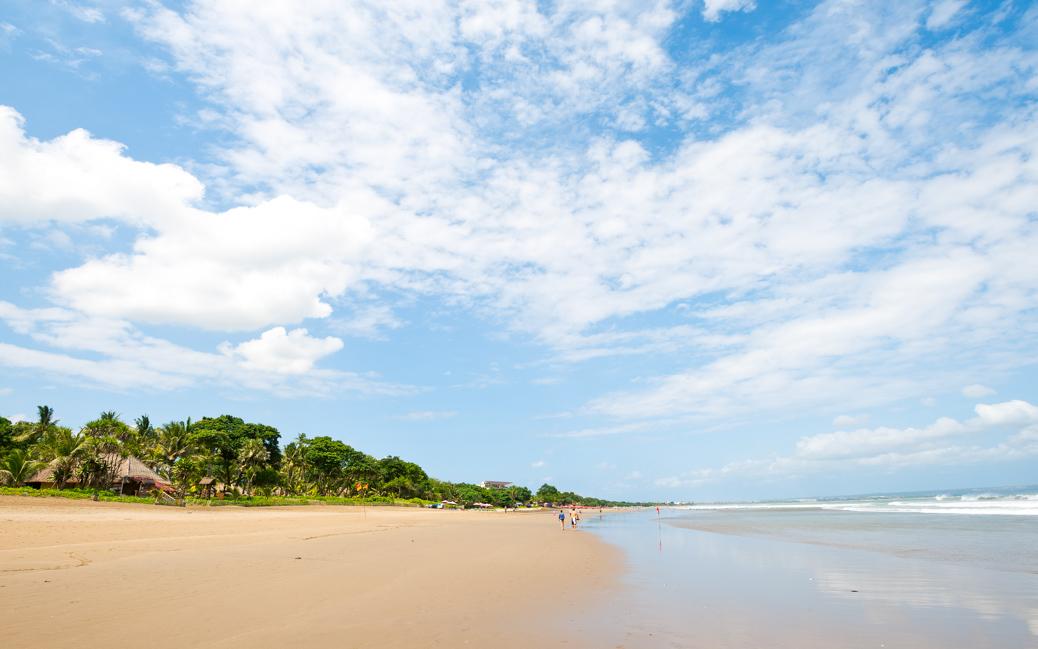 Seminyak Beach, in Bali, Indonesia © Chris Howey / Shutterstock.com