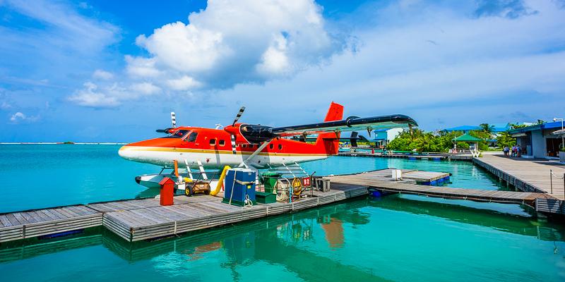 Die besten Ausblicke auf die Malediven hat man vom Wasserflugzeug aus © elvistudio / Shutterstock.com