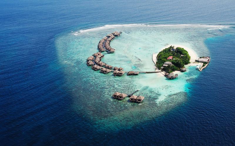 Kleine tropische Insel im Indischen Ozean © cybervelvet / Shutterstock.com